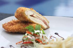 Quin Colombo Hotel Yogyakarta - chicken gordon bleu