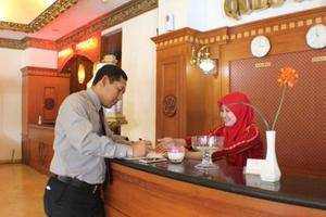 Quds Royal Hotel Surabaya - service