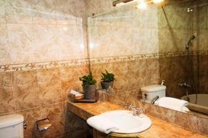 UB Hotel Malang - Bathroom