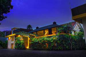 Grha Ciumbuleuit Guest House Bandung - Front View