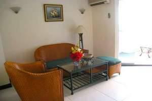 Losari Metro Hotel Makassar - Seating Area