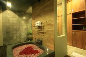Villa Kayu Lama Bali - Bathtub