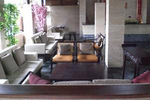 Grand Balisani Suites Bali - Lobby Sofa 3