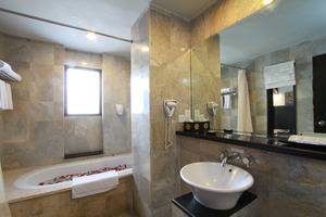 The Lokha Legian Bali - Family Bathroom