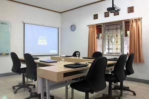Rumah Asri Bandung - Meeting Room
