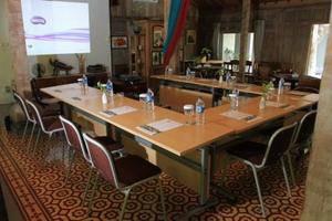 Rumah Batu Villa Solo - Meeting Room