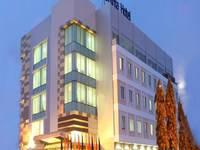 Daima Hotel  Padang Facade