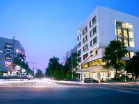 Neo Hotel Melawai Front View