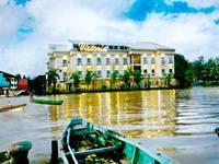 Hotel Victoria River View Banjarmasin Facade
