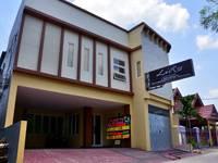 La Riss Guesthouse Makassar Facade