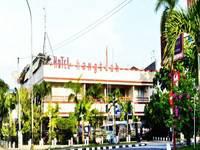 Hotel Hangtuah Padang Facade