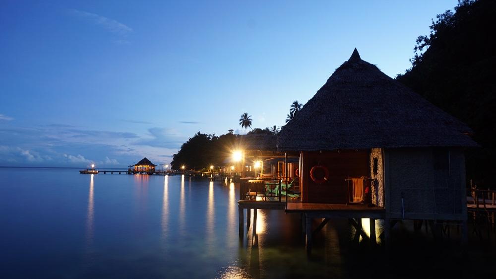 Mengintip Magis Yang Tersembunyi Di Pantai Ora Maluku