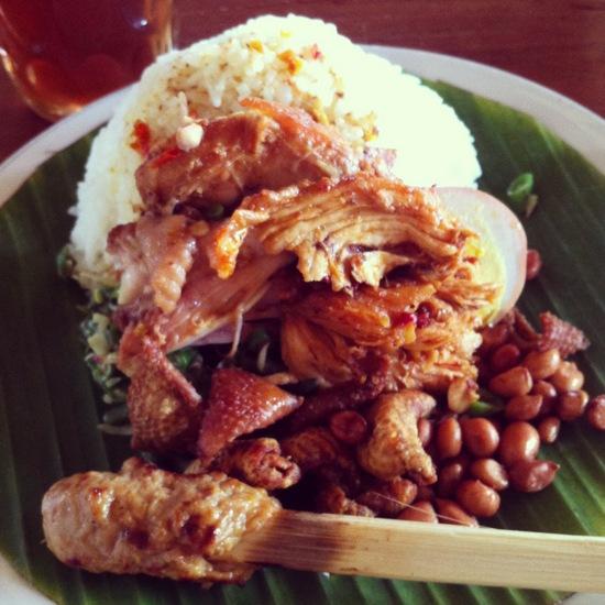 Nasi-Ayam-Kedewatan-Ibu-Mangku