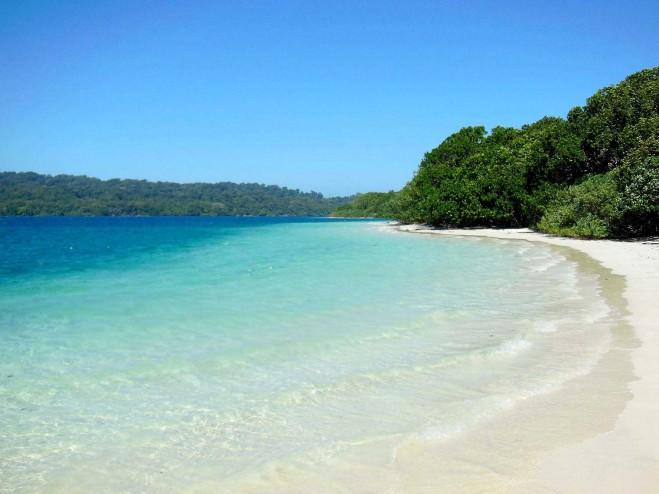Keindaah-Pantai-Pulau-Peucang-659x494