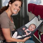 Tips naik pesawat bersama balita