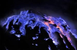 kawah-ijen_Blue-Fire