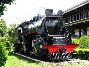 old-locomotive-01
