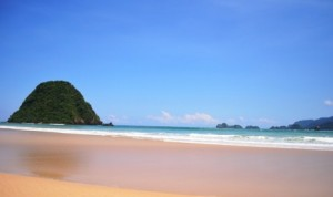 pantai-pulau-merah-banyuwangi-_121215064306-119