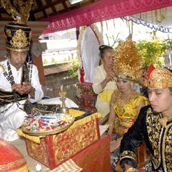 Foto 6 Pernikahan Adat di Indonesia