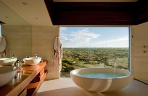 Southern-Ocean-Lodge-Best-Hotel-Bathroom