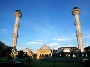 Masjid_raya_bandung_depan