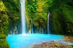 air terjun dua warna
