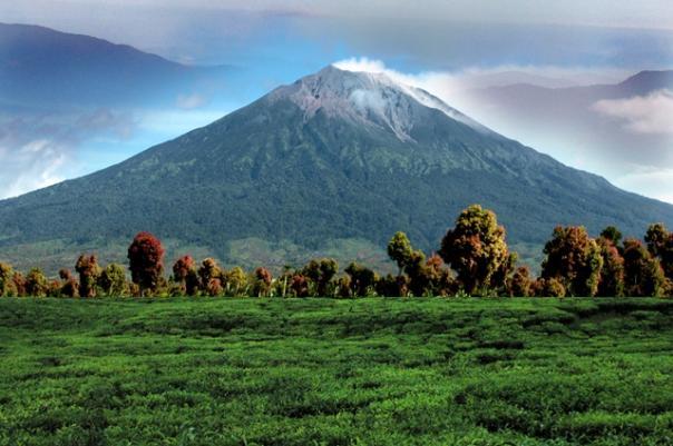 Gunung Berapi Terindah di Indonesia Yang Aman Dikunjungi