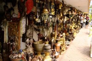 pasar antik menteng