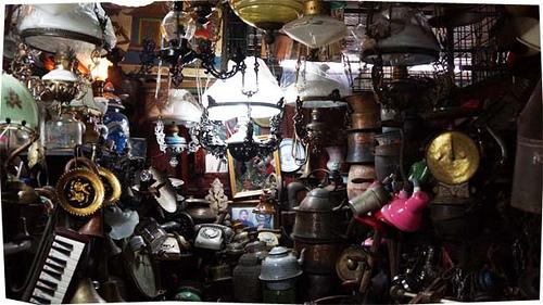 Hasil gambar untuk pasar barang antik