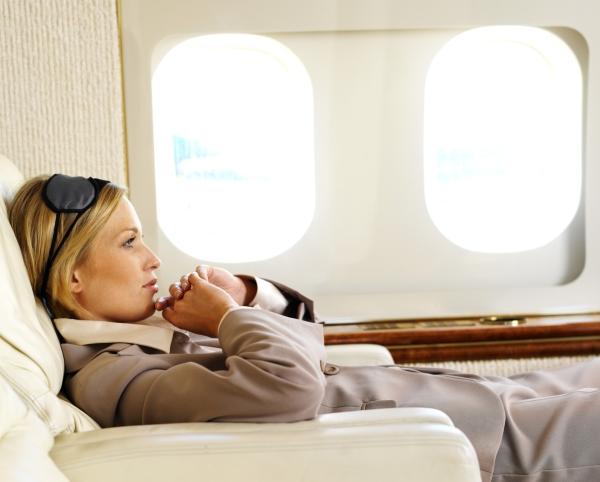 Tips Tetap Nyaman Selama Penerbangan