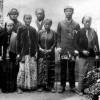 Foto Klasik Keluarga Jawa di Suriname