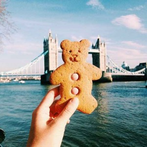 Kue Teddy Bear, di Tower Bridge, London, Inggris