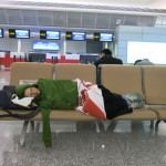 Tips Mengatasi Kebosanan di Bandara Saat Penerbangan Ditunda