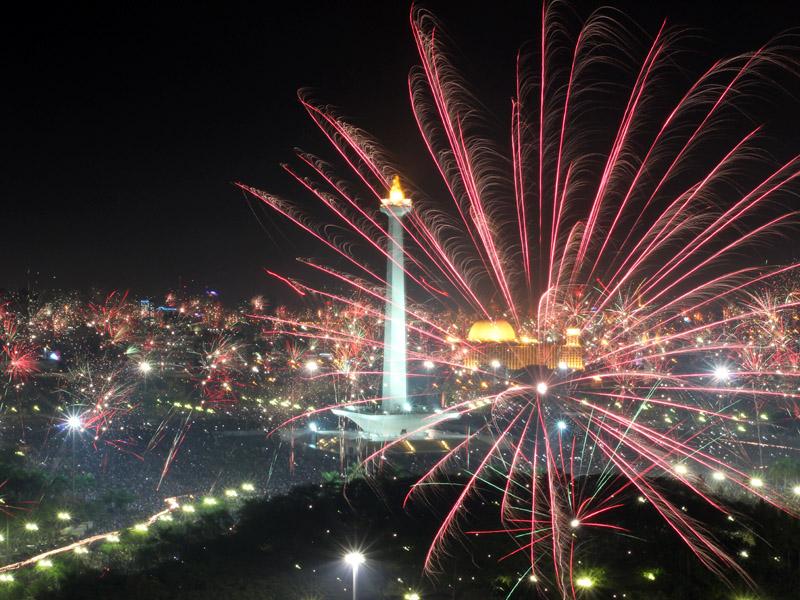 PERAYAAN TAHUN BARU 2012 DI MONAS JAKARTA