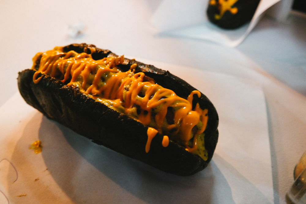 Hot dog hitam