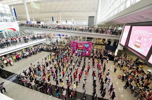 foto: Flashmob di HKIA by moodiereport.com