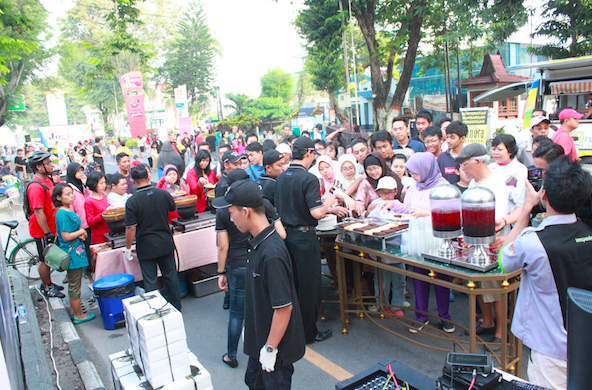 Antusiasme warga mencoba kuliner khas Hotel Melia Purosani Jogja