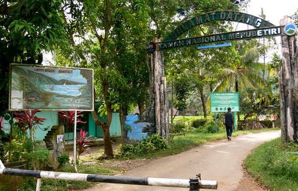 Gerbang Taman Nasional Meru Betiri