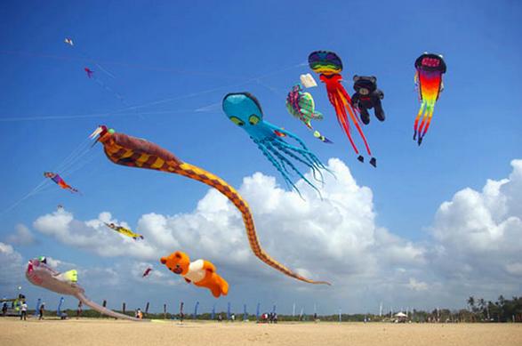 festival layang layang pantai pangandaran