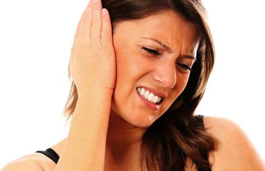 tips mengatasi sakit telinga saat naik pesawat