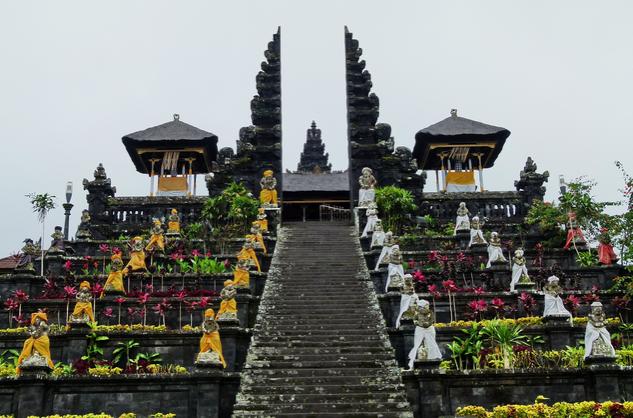 Gerbang pura besakih Bali