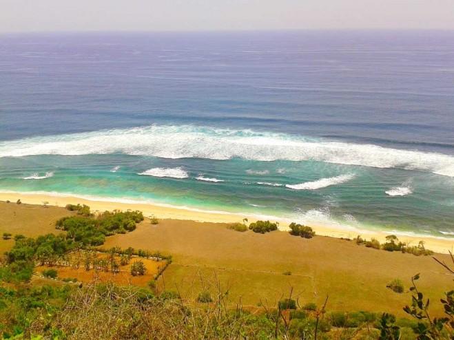 Pantai-Nyang-Nyang-Bali