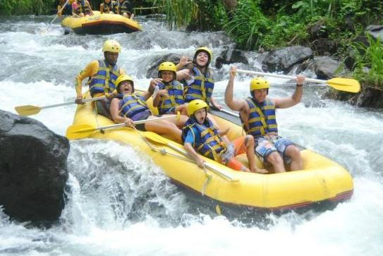 Rafting Telaga Waja Bali