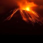 5 bandara ditutup dan penerbangan dibatalkan karena erupsi Gunung Raung