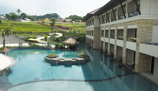 swimming-pool the singhasari resort