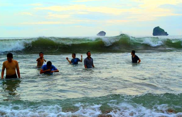 Pantai Bajulmati Malang