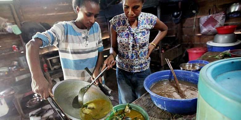 memasak papeda kuah kuning