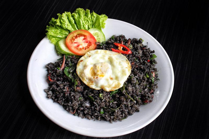 nasi goreng hitam