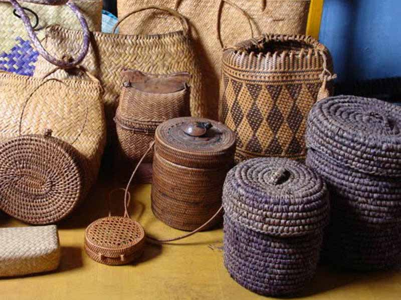 hasil kerajinan rotan lombok