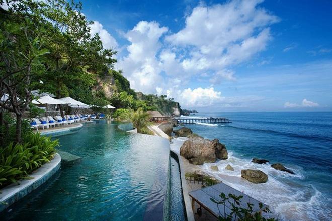 infinity-pool-ayana-resort-and-spa